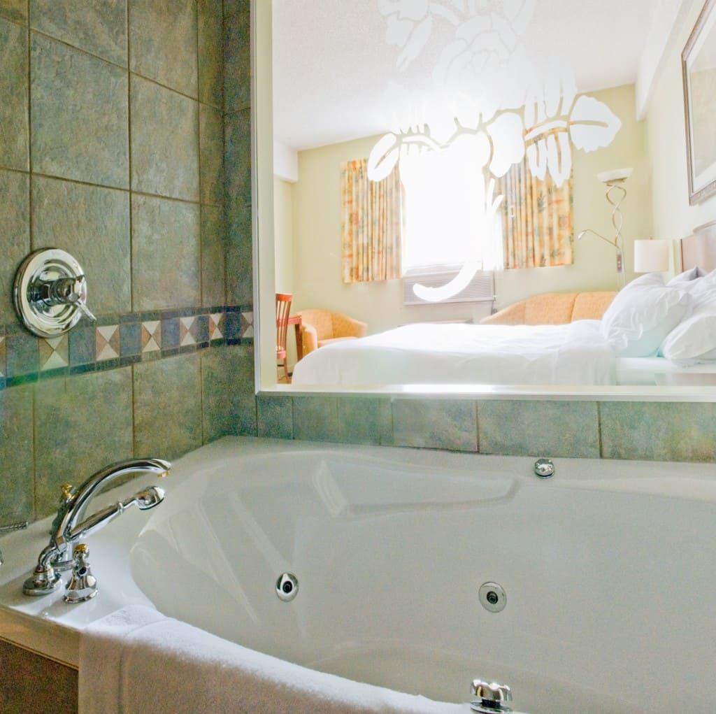 Chambre avec bain a remous barcelo thalasso spa with for Chambre avec bain tourbillon montreal