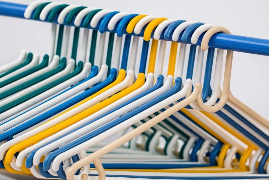 clothes-hangers-coat-hangers-plastic-hanger-hang-39518